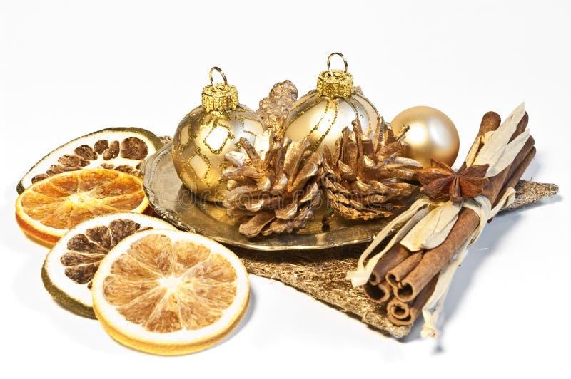 Weihnachtsdekoration mit getrockneten Früchten stockbild