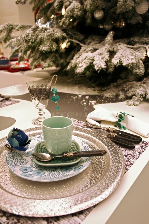 Weihnachtsdekoration mit silbernem Tellersegment stockfotografie