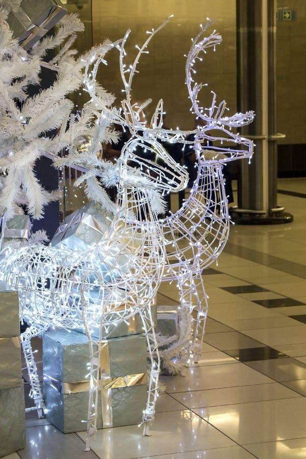 Weihnachtsdekoration Rotwild im Bedford zentrieren Einkaufszentrum b stockbild