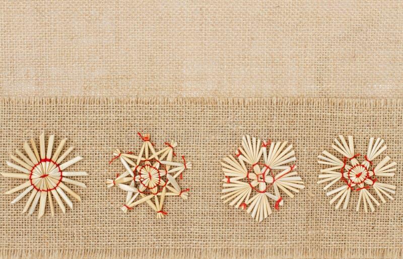 Weihnachtsdekoration, Straw Star Snowflake, dekoratives Sackleinen stockfoto