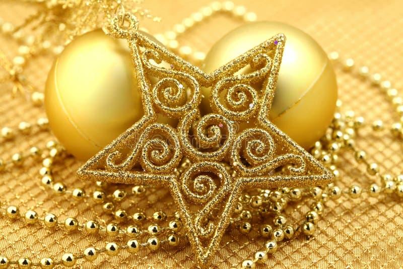 Download Weihnachtsdekorationen stockbild. Bild von feiertag, jahreszeit - 12203385