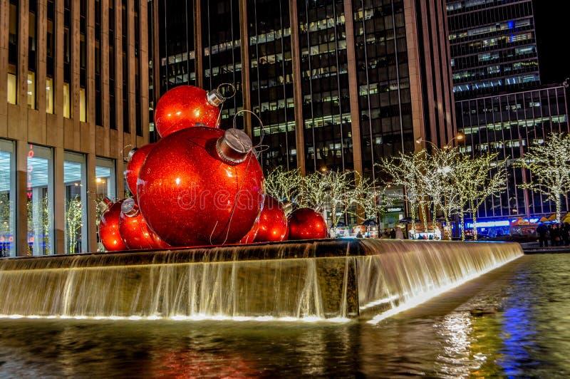 Weihnachtsdekorationen auf 6. Allee im Stadtzentrum gelegenes Manhattan, NYC, USA lizenzfreies stockbild