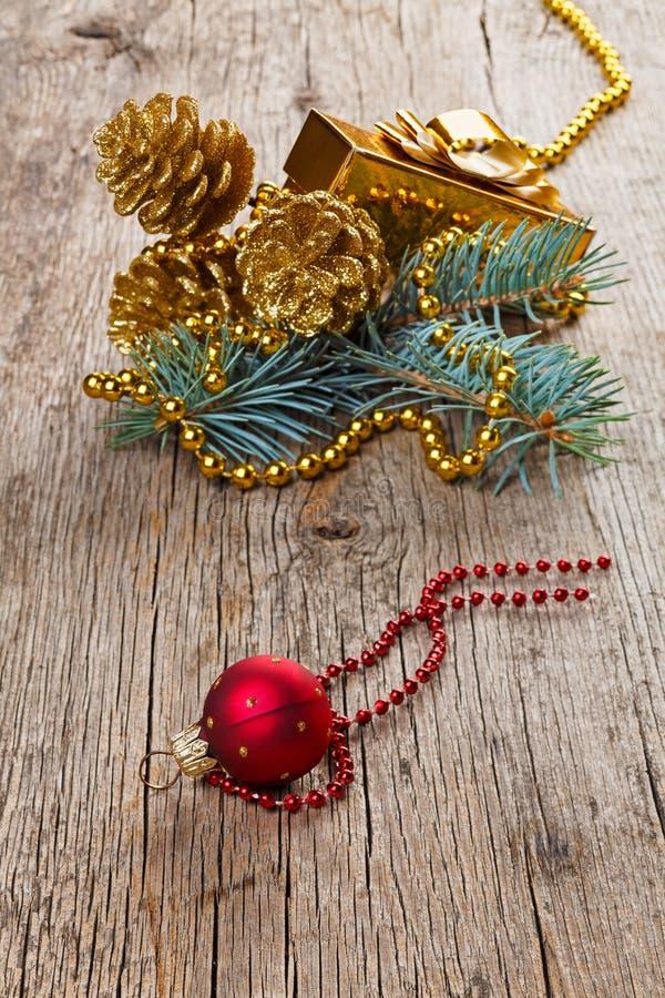 Download Weihnachtsdekorationen Auf Altem Holz Stockbild - Bild von korn, flitter: 27730163