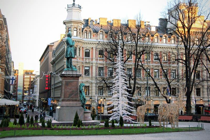 Weihnachtsdekorationen auf Esplanadi-Park in Helsinki, Finnland stockbild