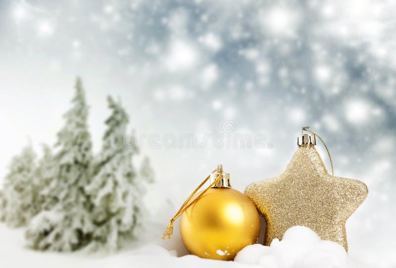 Download Weihnachtsdekorationen Im Schnee Stockbild - Bild von bild, golden: 47100193