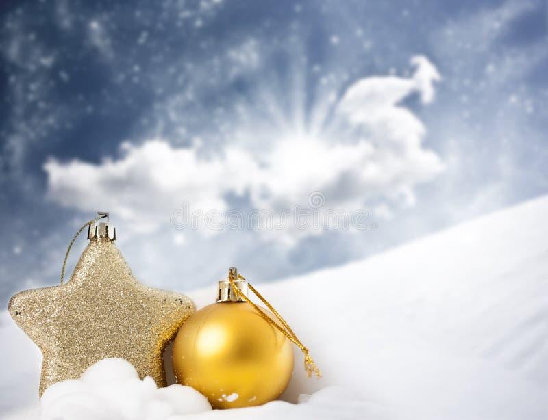 Download Weihnachtsdekorationen Im Schnee Stockfoto - Bild von grau, flocke: 47100200