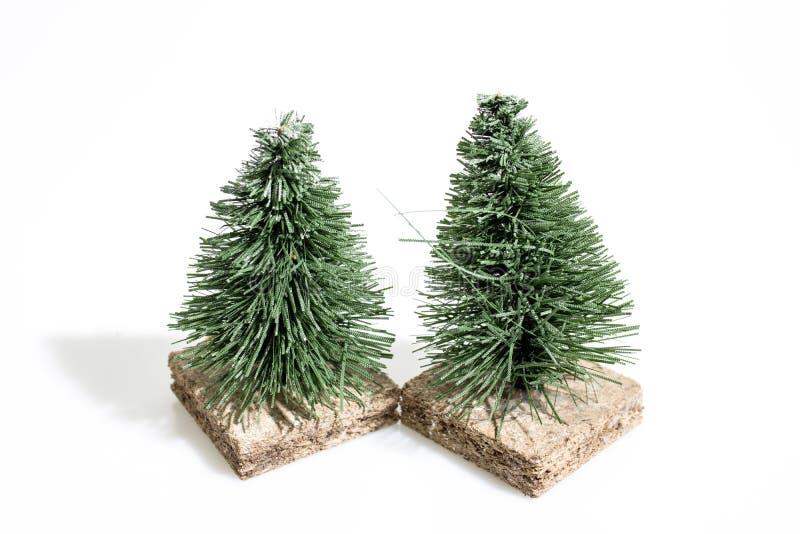 Weihnachtsdekorationen, Krippenbäume für das Diorama lokalisiert stockfotografie
