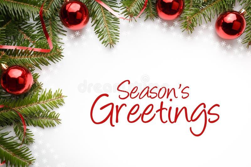 Weihnachtsdekorationen mit dem Gruß ` würzen ` s Grüße ` stockfotos