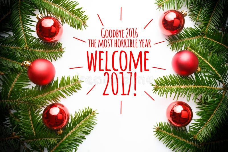 Weihnachtsdekorationen mit dem Mitteilung ` Auf Wiedersehen 2016, Sie das meiste schreckliche Jahr! Willkommen 2017! ` lizenzfreies stockfoto