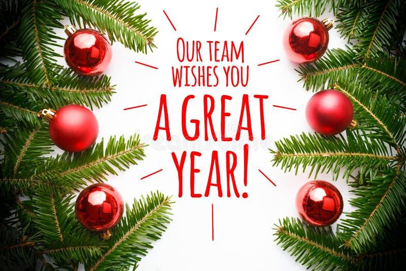 Weihnachtsdekorationen mit dem Mitteilung ` unser Team wünscht Ihnen ein großes Jahr! ` lizenzfreies stockbild