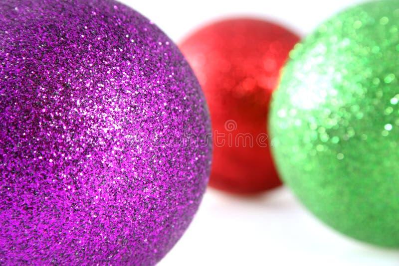 Weihnachtsdekorationen mit flacher Schärfentiefe lizenzfreies stockbild