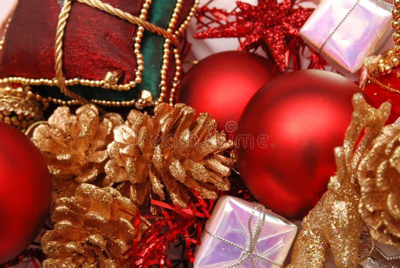 Weihnachtsdekorative Verzierungen lizenzfreies stockbild