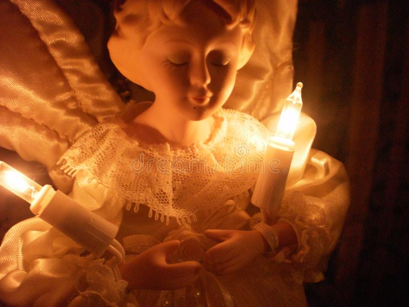 Weihnachtsengel mit Lichtern lizenzfreies stockfoto