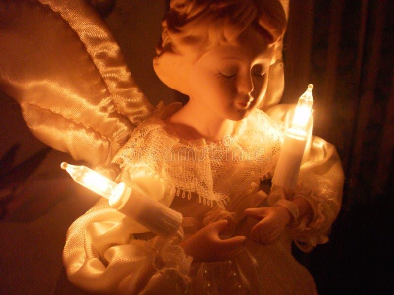 Weihnachtsengel mit Lichtern stockfotos