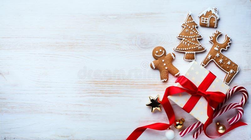 Weihnachtsfeiertagsverzierungs-Ebenenlage; Weihnachtskartenhintergrund lizenzfreie stockbilder