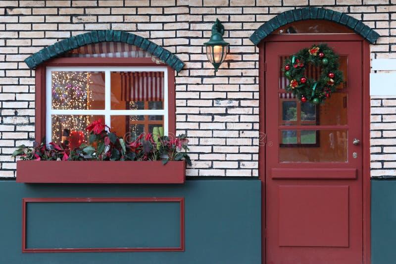 Weihnachtsfenster und -tür lizenzfreie stockfotos