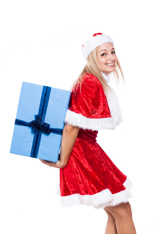 Weihnachtsfrau, die großes Geschenk trägt lizenzfreie stockfotos
