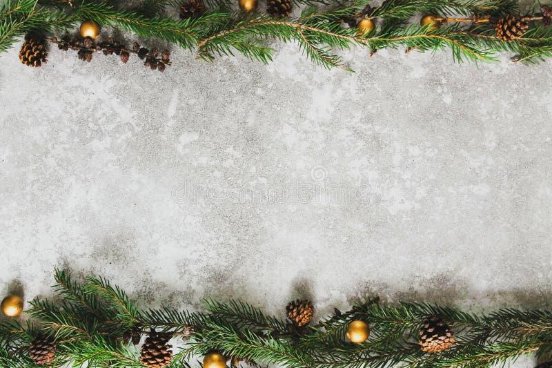 Weihnachtsgebirge aus Fichten stockfotografie