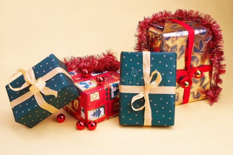 Weihnachtsgeschenk - cadeaux de Noël image stock