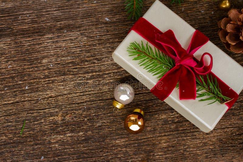 Weihnachtsgeschenk-Geben lizenzfreie stockbilder