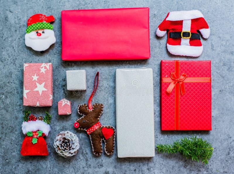 Weihnachtsgeschenk und -geschenk lizenzfreie stockfotos