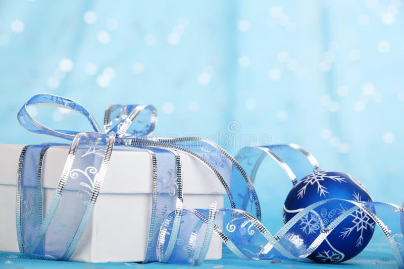 Weihnachtsgeschenk und -verzierungen lizenzfreies stockfoto
