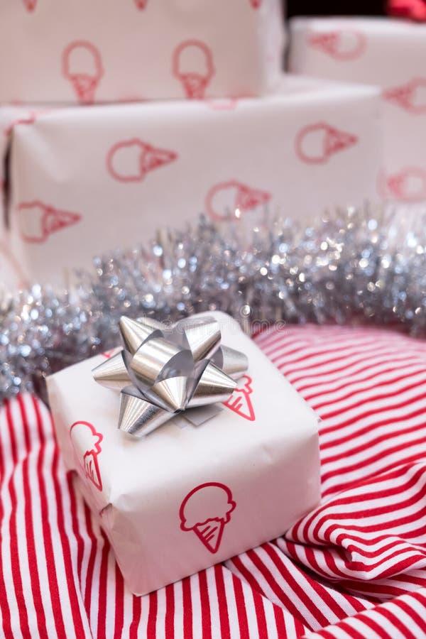 Weihnachtsgeschenkboxdekoration lizenzfreie stockfotos