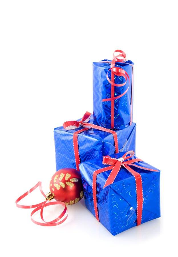 Weihnachtsgeschenke im Blau stockbilder