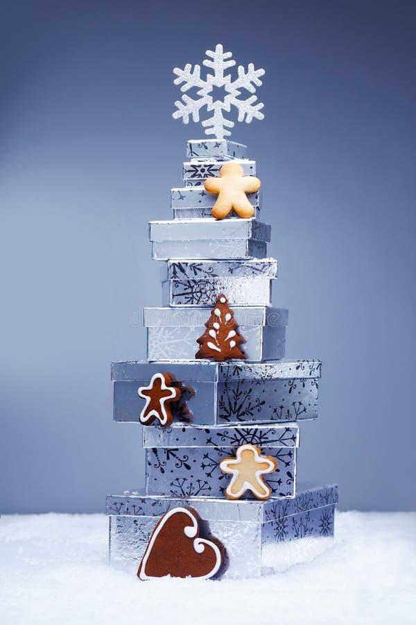 Download Weihnachtsgeschenke Mit Plätzchen Stockfoto - Bild von farbband, für: 26362128