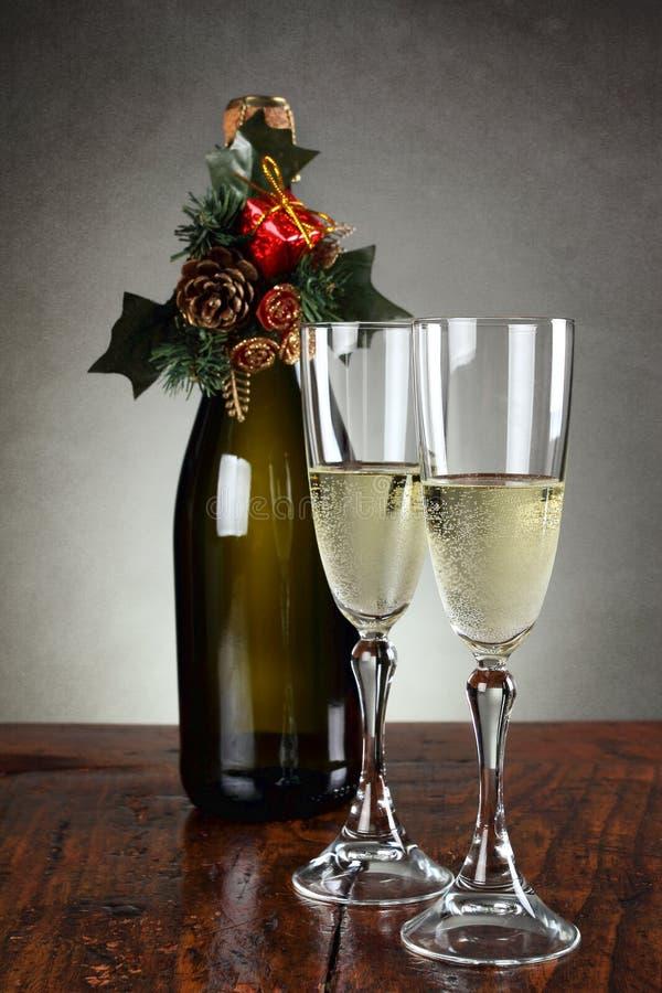 Weihnachtsgläser weihnachtsgläser chagner stockbild bild flasche wein 34118555