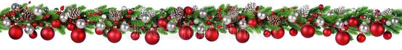 Weihnachtsgrenz- rotes und silbernes Ball-Hängen lizenzfreie stockfotos