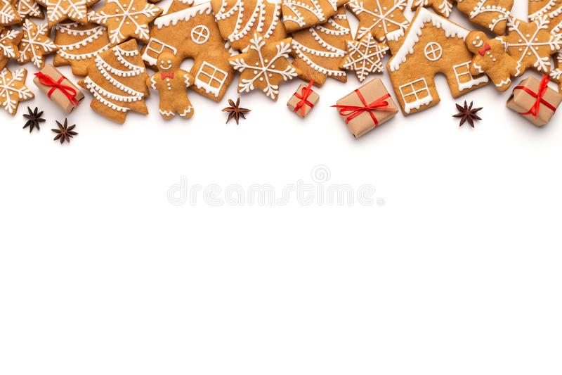 Weihnachtsgrenze mit Lebkuchenplätzchen und aromatischen Gewürzen lizenzfreie stockfotos