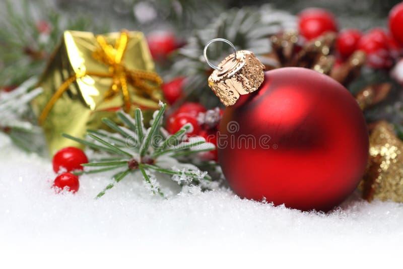Weihnachtsgrenze mit Verzierung stockbild