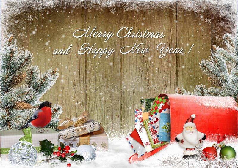 Weihnachtsgrußkarte mit Geschenken, ein Briefkasten mit Buchstaben, Kiefernniederlassungen und Weihnachtsdekorationen lizenzfreie abbildung