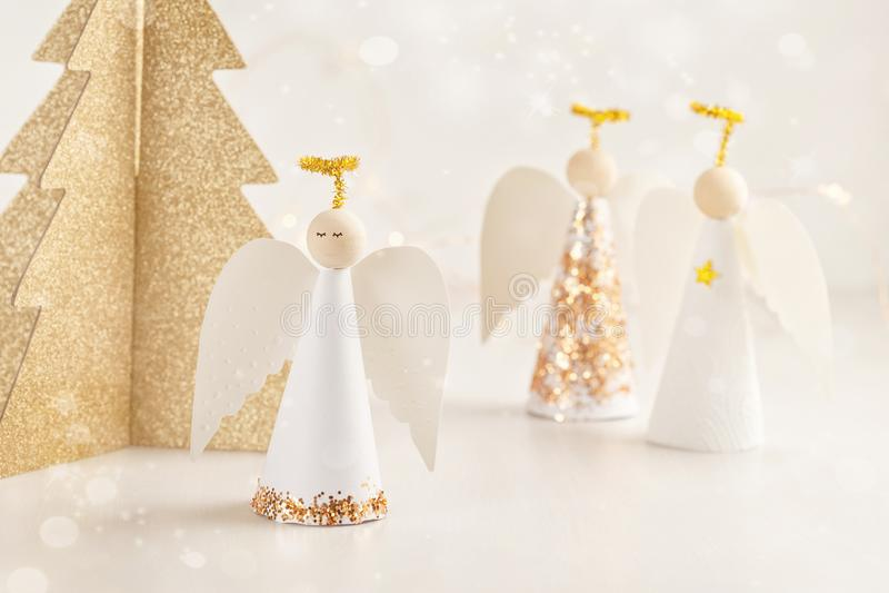 Weihnachtsgrußkartenspott oben mit Papierengel und Weihnachten t stockfoto