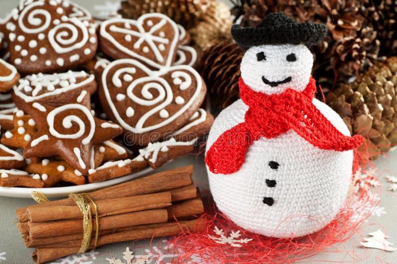 Weihnachtshäkelarbeitschneemann lizenzfreie stockfotos