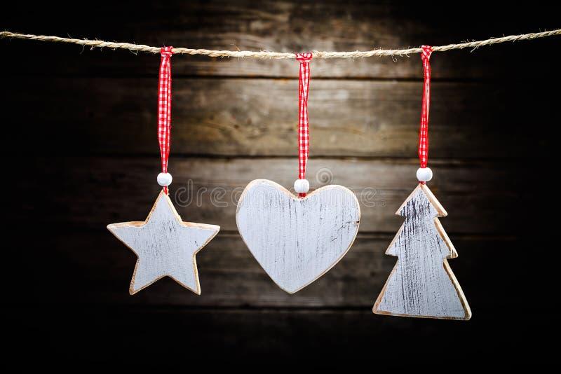 Weihnachtshölzerne Dekorationen lizenzfreie stockfotografie