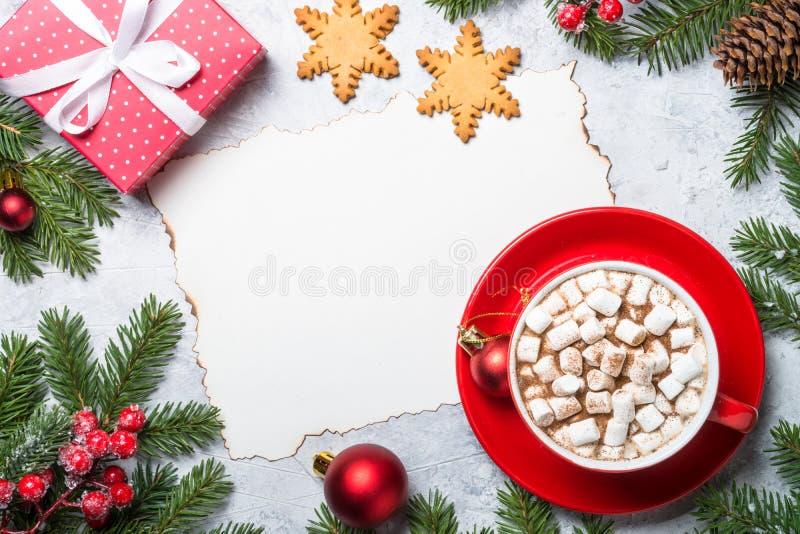 Weihnachtshintergrund auf Steintabelle stockfoto