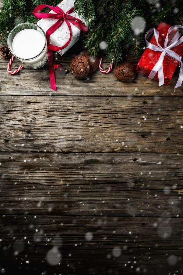 Weihnachtshintergrund mit Dekorationen lizenzfreie stockfotos
