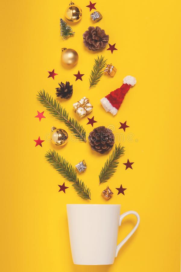 Weihnachtshintergrund mit Dekorationen Beleidigen Sie Lage, Draufsicht lizenzfreies stockfoto