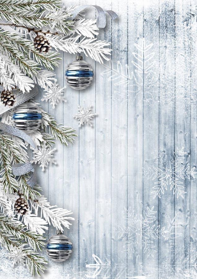 Weihnachtshintergrund mit Dekorationen und Schnee auf hölzernem Brett stock abbildung