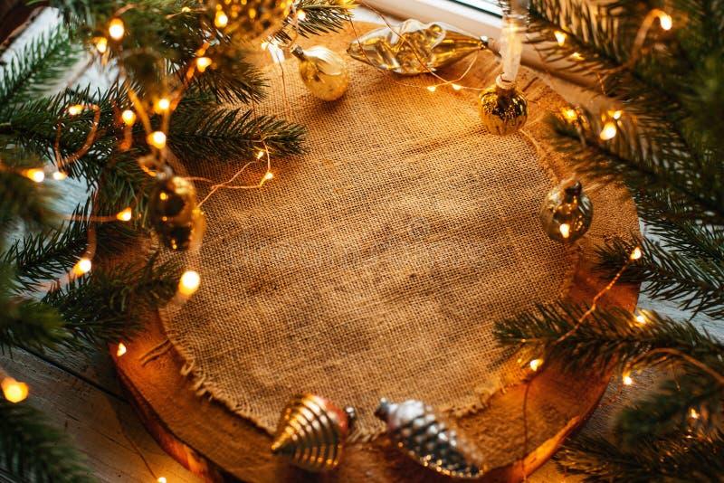 Weihnachtshintergrund mit Leuchten stockfotografie
