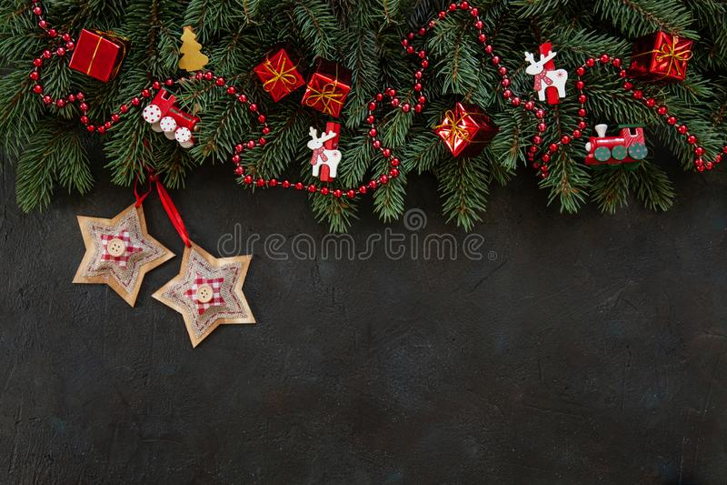Weihnachtshintergrund mit Tannenbaumasten, Weihnachten spielt die Hauptrolle stockfotos