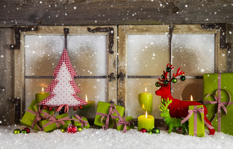 Weihnachtshintergrund- oder -fensterdekoration in der roten und grünen Farbe lizenzfreie stockbilder