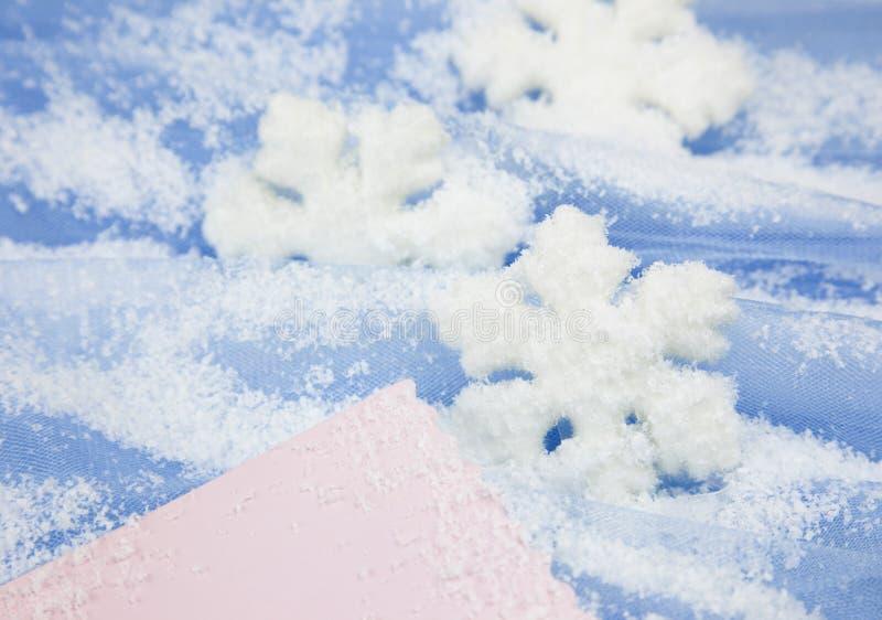 Weihnachtshintergrund /snowflakes und Exemplarplatz stockfotografie