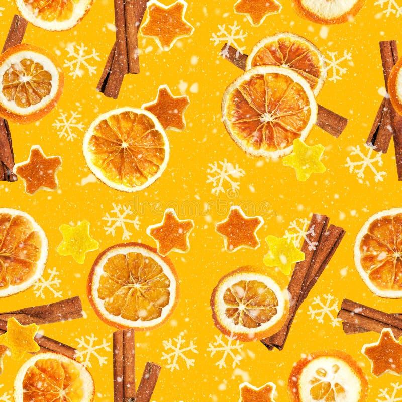 Weihnachtshintergrund von getrockneten Orangen, Schale in Form eines Sternes und mit Zimt Nahtloser Hintergrund stockbilder