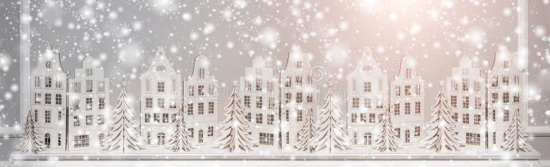 Weihnachtshintergrund von Papierdekorationen Weihnachts- und guten Rutsch ins Neue Jahr-Zusammensetzung stockfoto