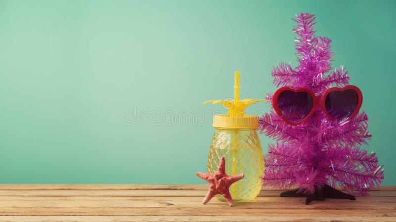 Weihnachtsim juli Konzept lizenzfreie stockbilder