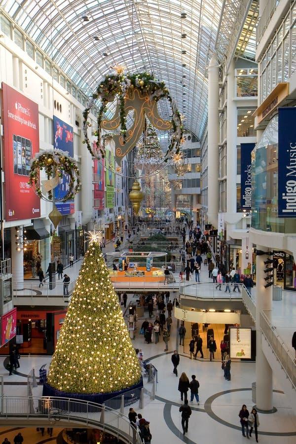 Weihnachtsjahreszeit in Mitte der Toronto-Eaton stockbild