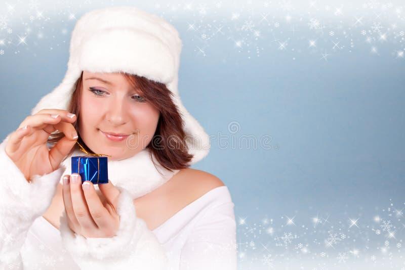 Download Weihnachtskönigin, Die Ein Geschenk öffnet Stockbild - Bild von öffnung, glück: 12201863